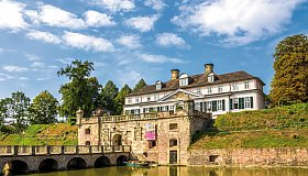 Bad Pyrmonter Schloss mit Wallanlage © pure-life-pictures-fotolia.com